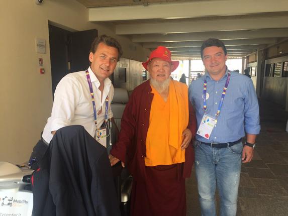 visita di un lama tibetano presso mobility center in expo2015