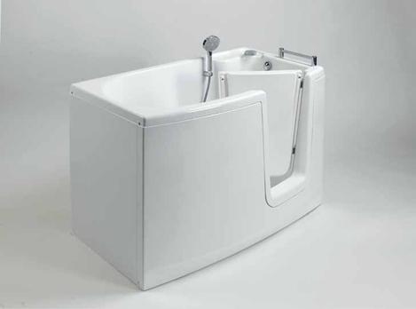 bagno accessibile per disabili con vasca con porta liberty e doccia dana