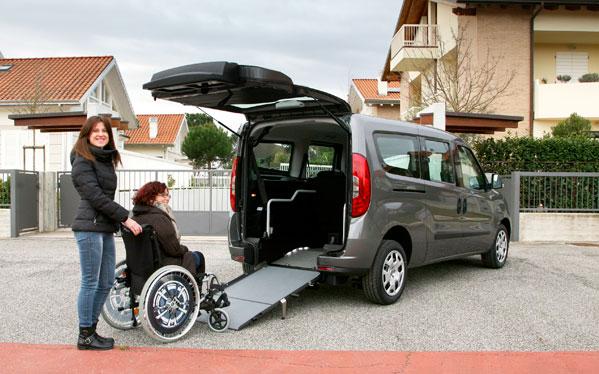 Trasporto Disabili in Carrozzina con Comoda Rampa di Risalita